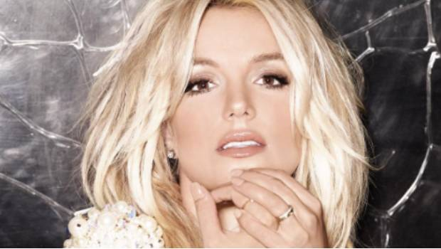 #Video Fan sorprende a Britney Spears al subir al escenario