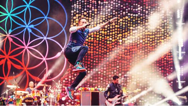 "Escena del concierto ""A Head Full of Dreams Tour"" de Coldplay."
