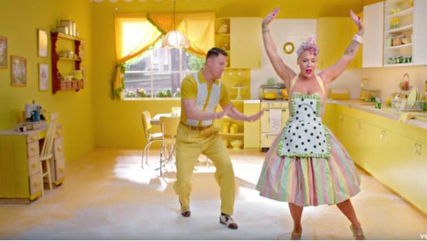 Pnk Y Channing Tatum Bailan En El Video De Beautiful Trauma