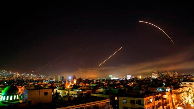 Defensas aéreas de Siria interceptan misiles sobre Homs — Televisión local