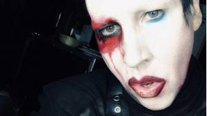 Marilyn Manson se desmaya en pleno concierto (VIDEO)