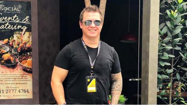 Muere disc jockey australiano Adam Neat en accidente en Bali